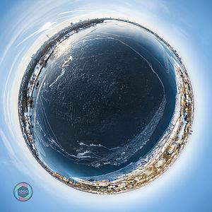 Little Planet Effekt der teilweise vereisten Außenalster