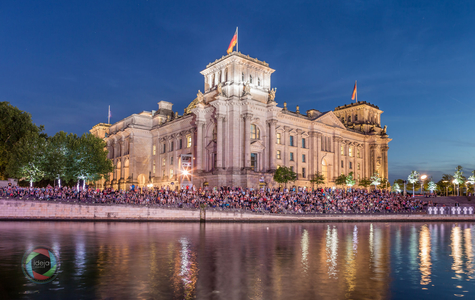 Illuminierter Reichstag in Berlin