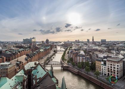 Über der Speicherstadt in Hamburg