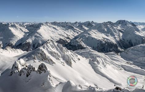 Bergpanorama aus St. Anton in Österreich