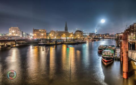 Vollmondnacht im Hamburger Hafen