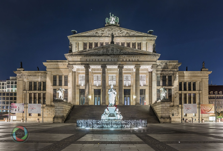 Illuminiertes Konzerthaus in Berlin